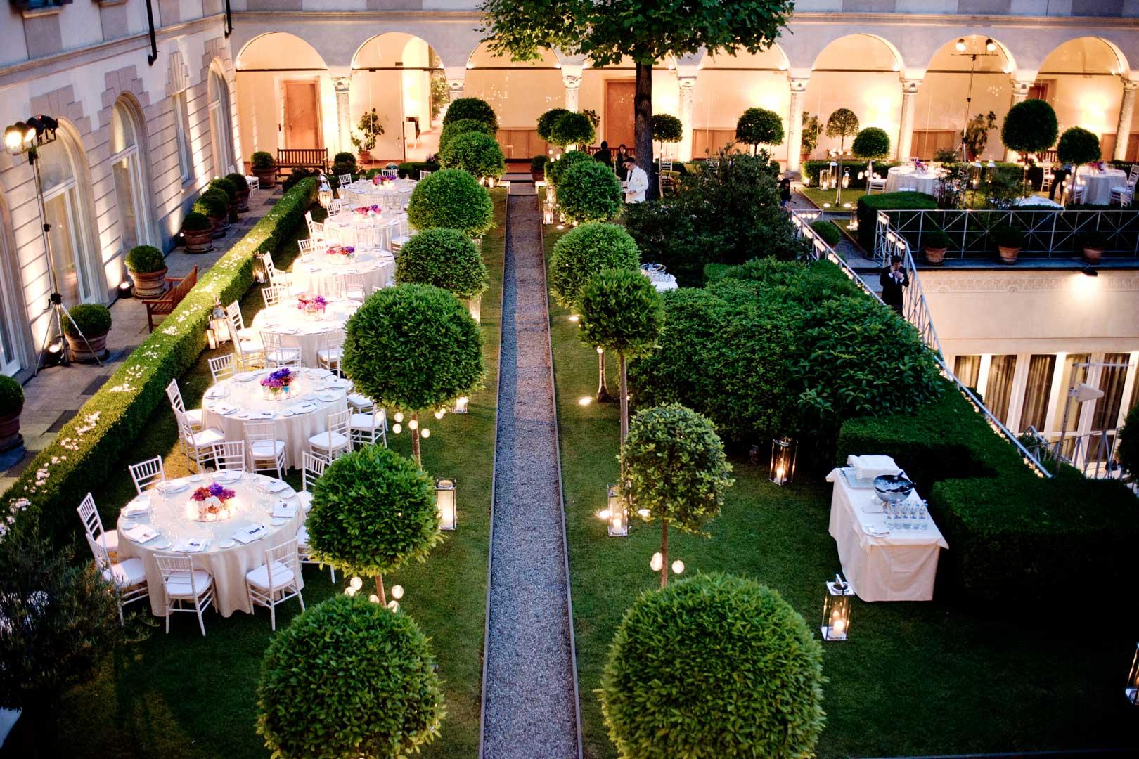 I 5 aperitivi nei giardini degli hotel pi in voga di milano for Hotel the best milano