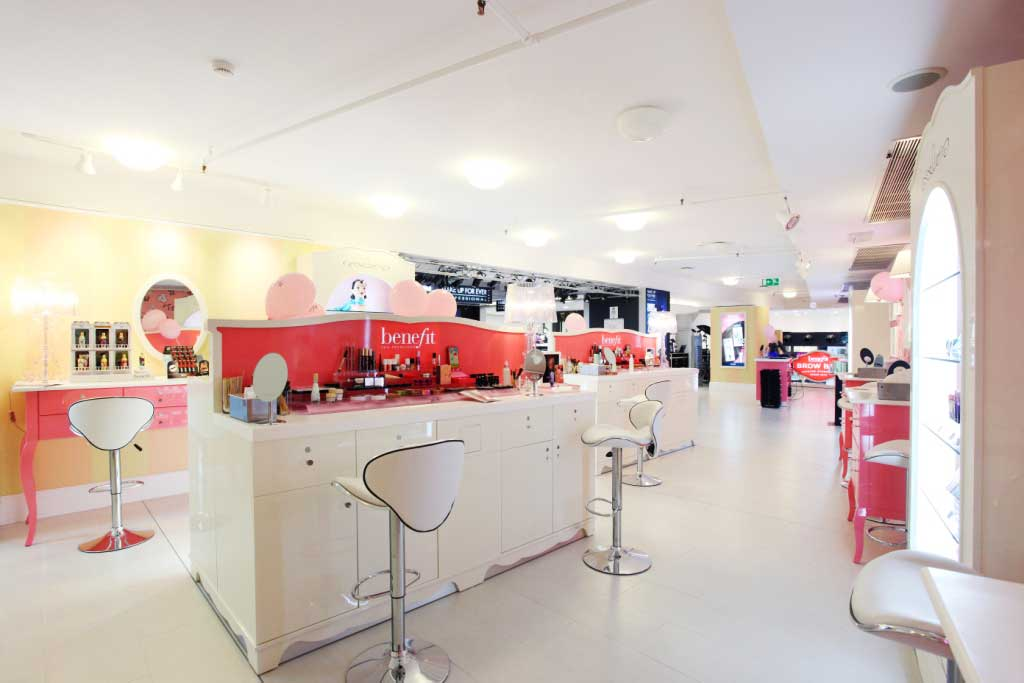 Brow Bar - Benefit boutique Milano