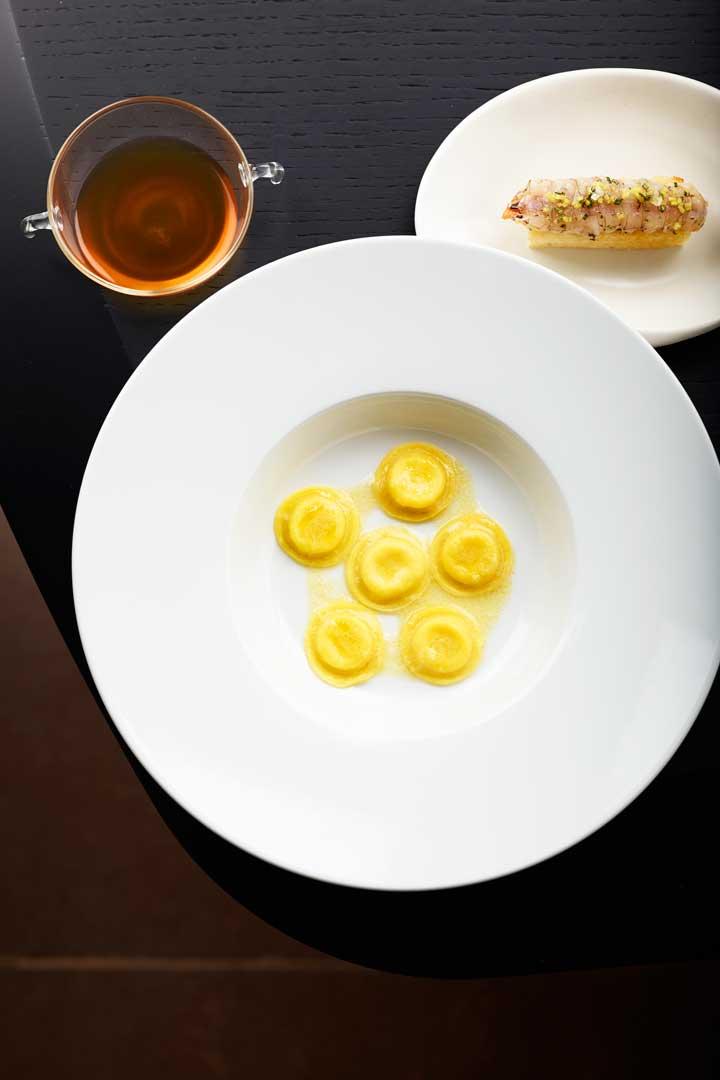 Ravioli aglio, olio e peperoncino in brodo di cicale - Ristorante Berton