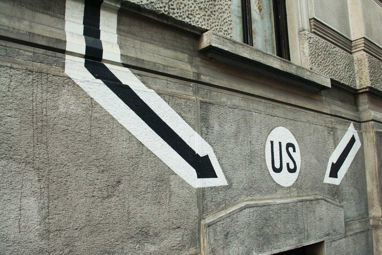 war-graffiti-milano-frecce-us