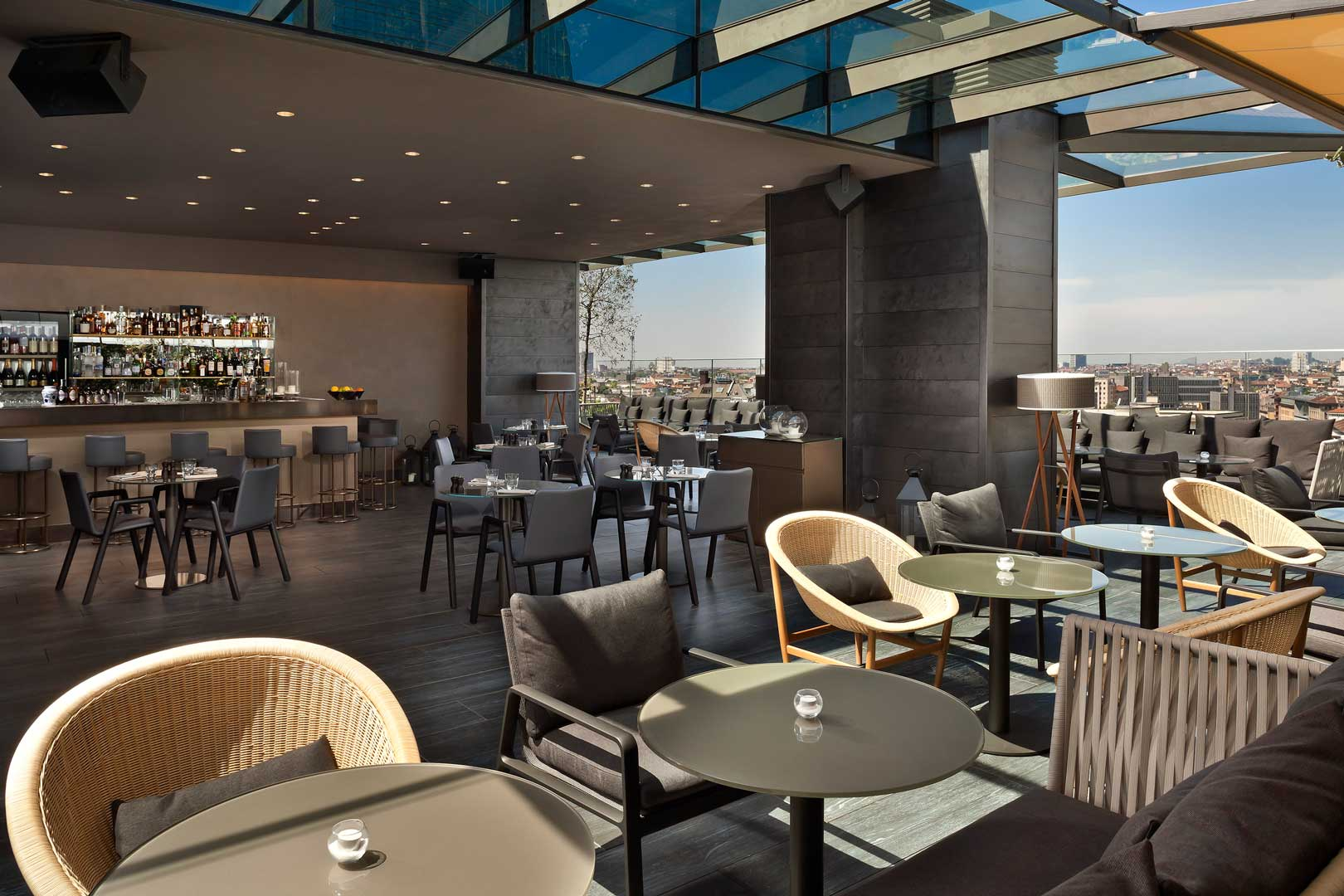 radio rooftop bar me milan il duca flawless milano. Black Bedroom Furniture Sets. Home Design Ideas