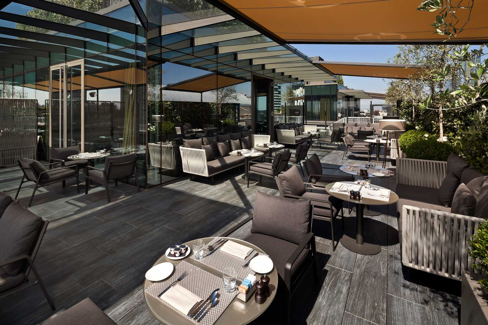Radio rooftop bar me milan il duca flawless milano for Hotel the best milano