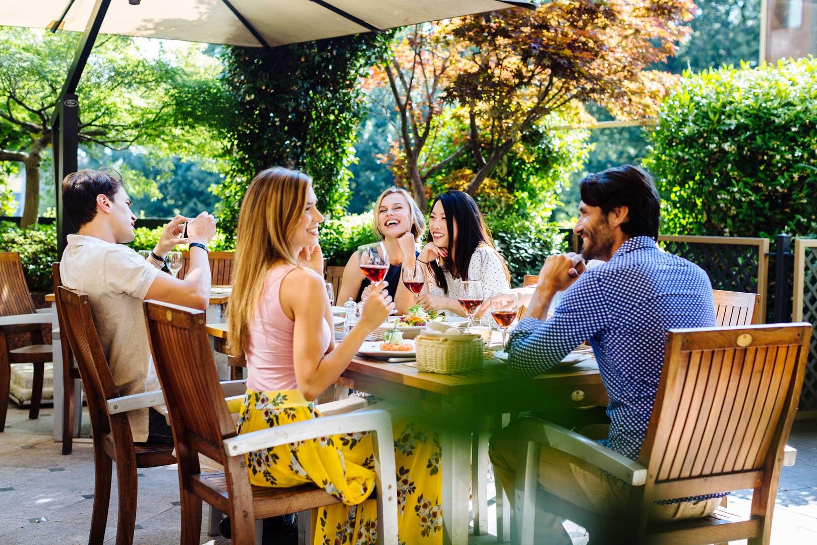 Ivory Terrace - Pranzo con gli amici