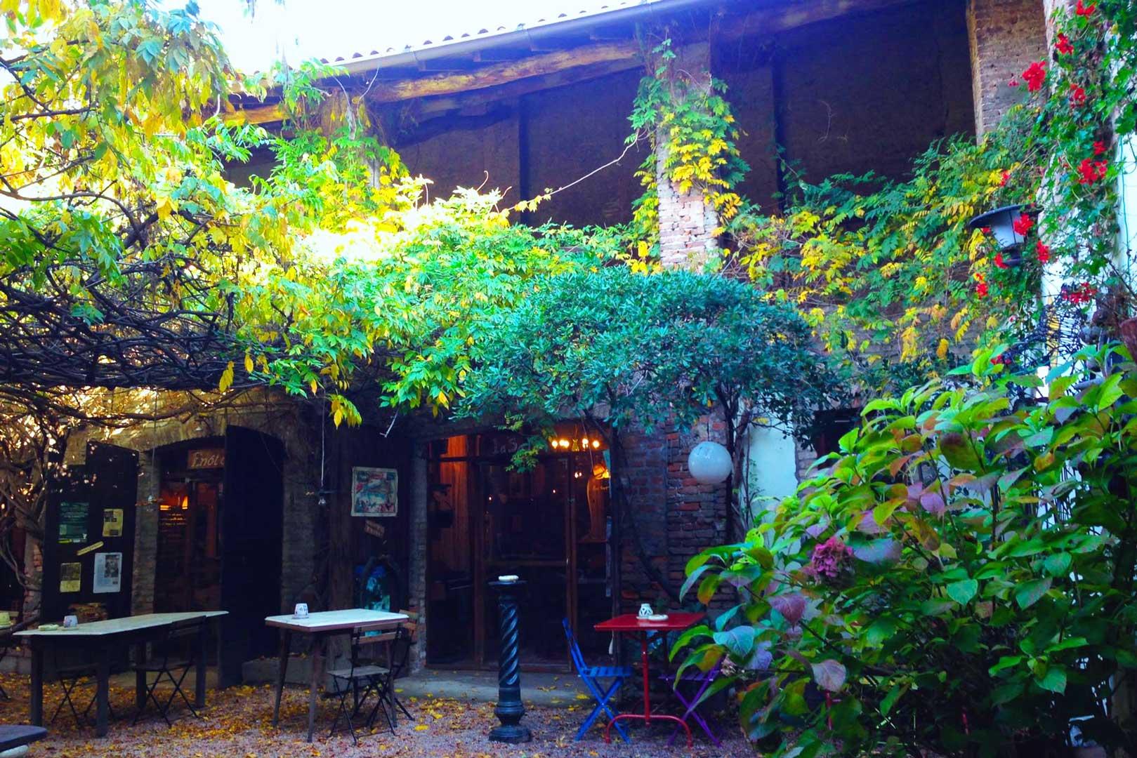 ristoranti-giardino-porte-milano-osteria-del-castello-esterno