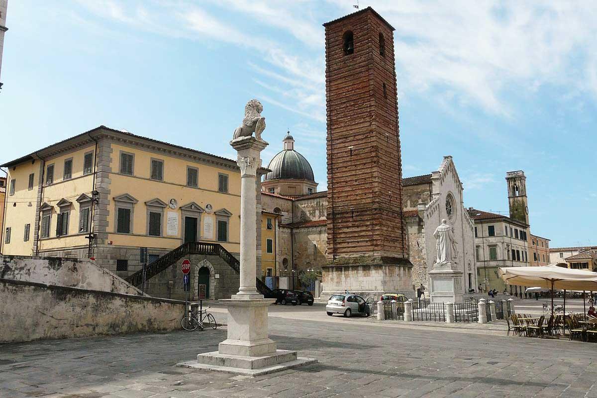Pietrasanta - Piazza del Teatro