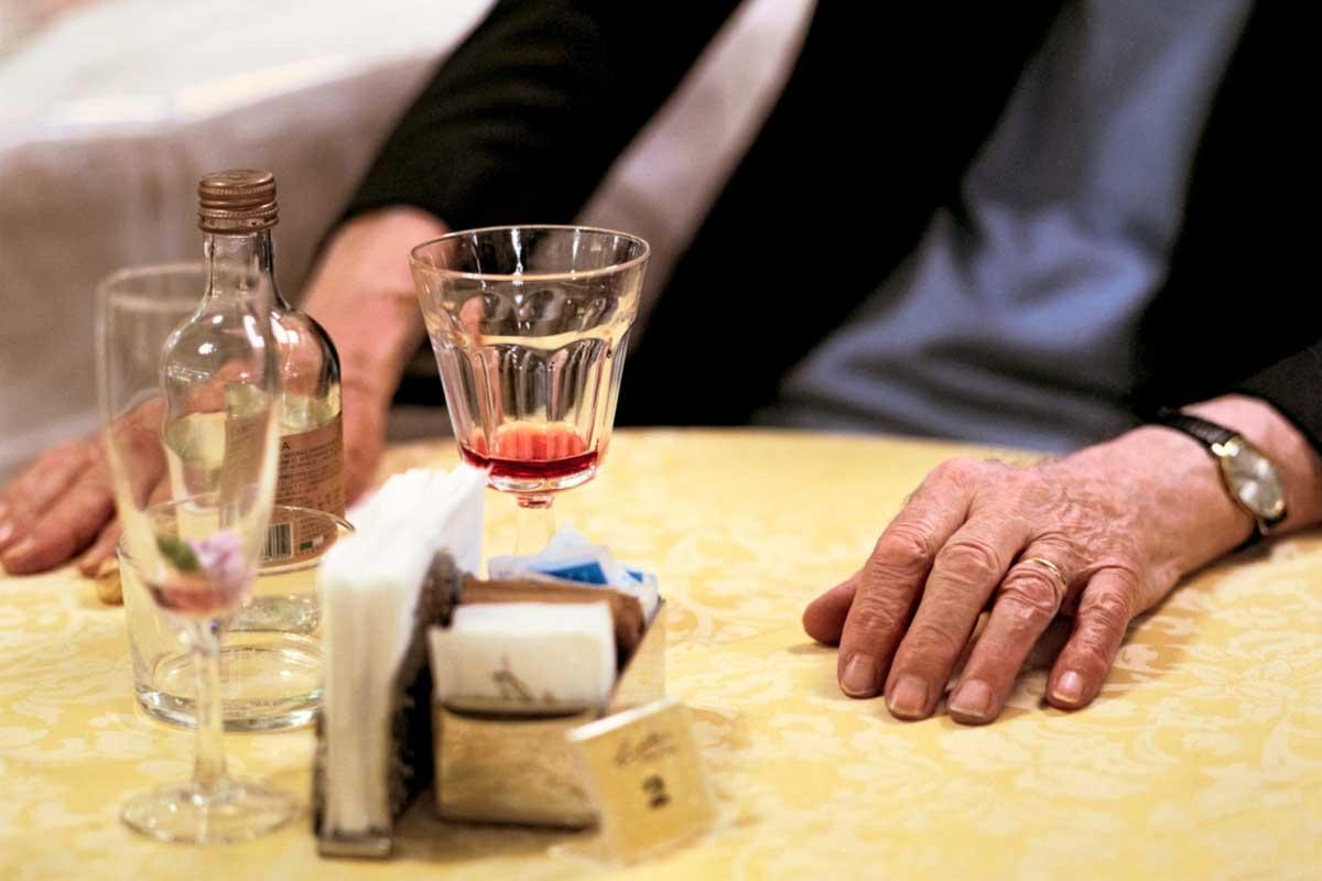 Pasticceria Cucchi | Cesare Cucchi al tavolino