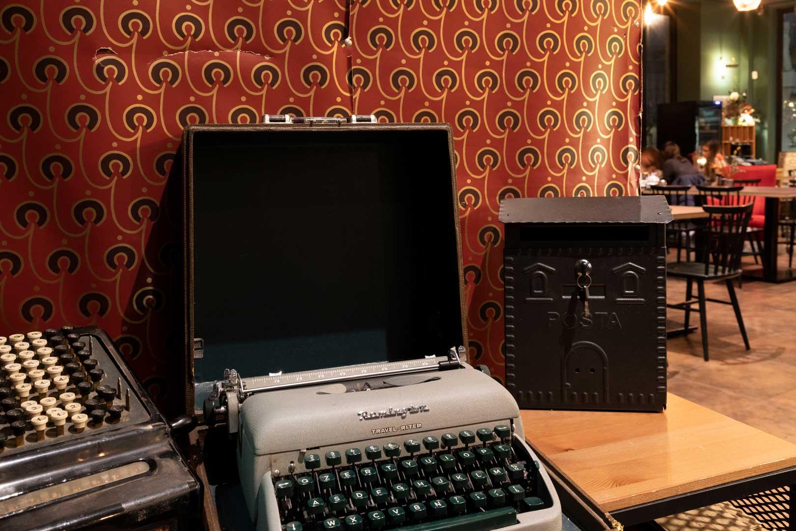 il-menu-invernale-di-posta-bistrot-macchina-da-scrivere