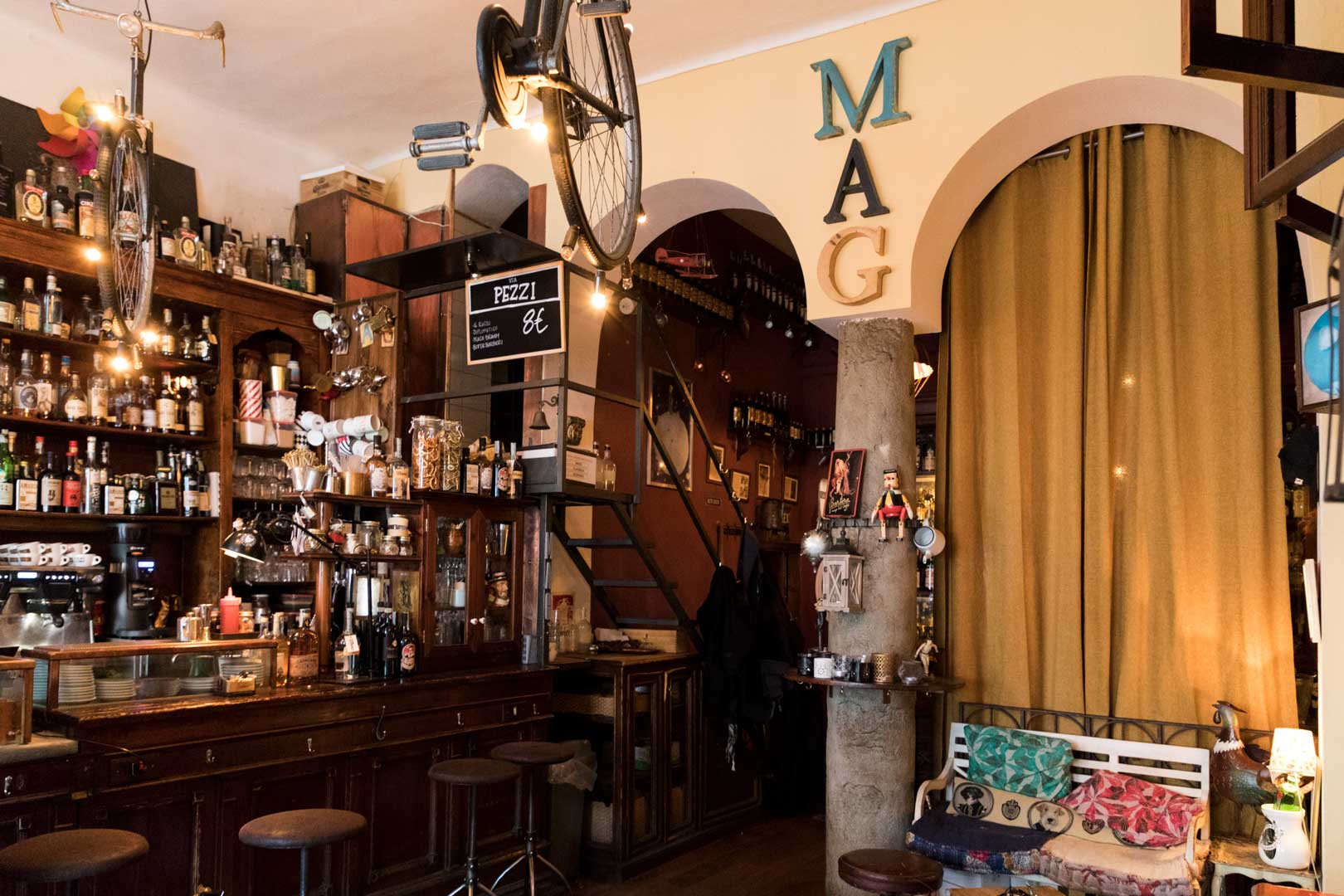 I migliori cocktail bar di quartiere a Milano